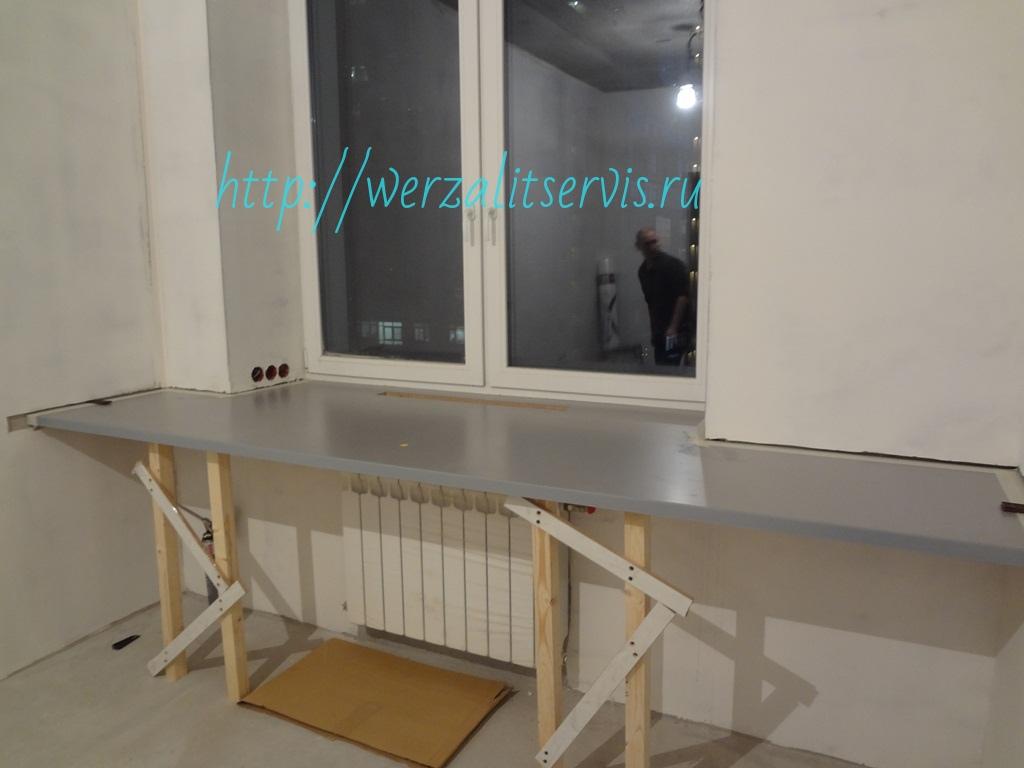 на фото подоконник стол Верзалит увеличенной глубины