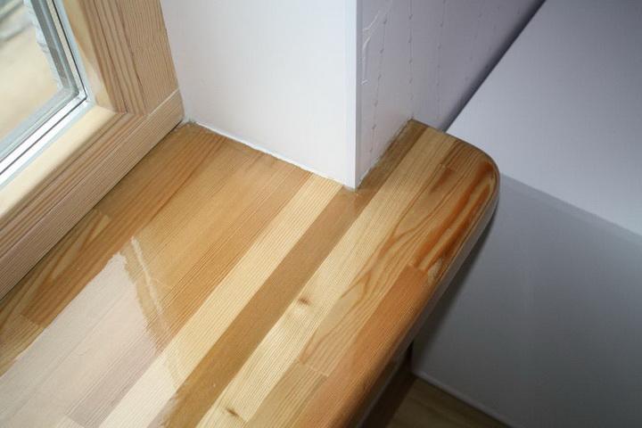 Цельноламельный подоконник из древесины